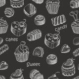 Teste padrão sem emenda com bolos e doces do doce em um fundo preto ilustração royalty free
