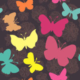 Teste padrão sem emenda com borboletas e flores Fotos de Stock
