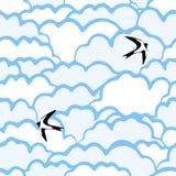 Teste padrão sem emenda com nuvens e pássaros Imagens de Stock Royalty Free