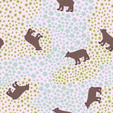 Teste padrão sem emenda com o urso engraçado grande no prado com flores ilustração royalty free