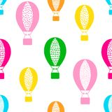Teste padrão sem emenda com os balões de ar coloridos no backgro branco ilustração do vetor
