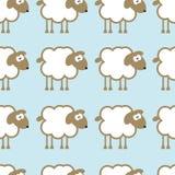 Teste padrão sem emenda com os carneiros no fundo azul Fotos de Stock Royalty Free