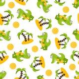 Teste padrão sem emenda com os crocodilos verdes bonitos, palmeiras, areia, sol ilustração stock