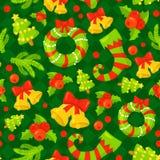 Teste padrão sem emenda com os mitenes bonitos do Natal dos desenhos animados, o bastão de doces, as bagas do azevinho, o boneco  Foto de Stock Royalty Free