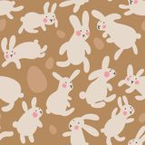 Teste padrão sem emenda com ovos e coelhos no fundo marrom As lebres saltam toda ao redor e recolhem ovos da páscoa Teste padrão  foto de stock