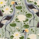 Teste padrão sem emenda com pássaro do guindaste e lírio de água Motivo oriental Imagens de Stock Royalty Free