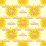 Teste padrão sem emenda com sol e nuvens Imagens de Stock Royalty Free
