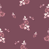 Teste padrão sem emenda da aquarela com rosas, folhas e libélula de Borgonha no fundo de Borgonha Fotografia de Stock Royalty Free