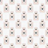 Teste padrão sem emenda da beleza de garrafas de perfume com corações no fundo dos às bolinhas Fotos de Stock Royalty Free