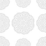 Teste padrão sem emenda da fantasia cinzenta e branca com a flor redonda decorativa da garatuja no fundo branco Esboço cinzento Fotos de Stock Royalty Free