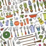 Teste padrão sem emenda da garatuja do jardim da mola Ferramentas coloridas, plantas Imagem de Stock Royalty Free