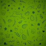 Teste padrão sem emenda da Páscoa com ovos, coelho, flores, pássaros, bolos, corações, borboletas, e cenouras no fundo verde ilustração stock