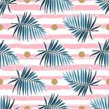 Teste padrão sem emenda das folhas tropicais, frondas verdes da palma em um fundo listrado cor-de-rosa Ilustração do vetor ilustração stock