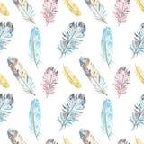 Teste padrão sem emenda das penas de pássaro da aquarela nas cores pastel no fundo branco Ilustração tribal étnica tirada mão ilustração royalty free