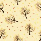 Teste padrão sem emenda de árvores do outono com as folhas que caem no fundo amarelo ilustração royalty free