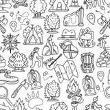 Teste padrão sem emenda de caminhada e trekking do curso Fundo repetível infinito com elementos de viagem cartooning aproximadame Imagens de Stock Royalty Free