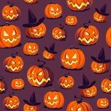 Teste padrão sem emenda de Dia das Bruxas com as abóboras no fundo escuro Imagens de Stock Royalty Free