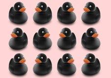 Teste padrão sem emenda de patos de borracha pretos na cor pastel cor-de-rosa isolada b Imagem de Stock