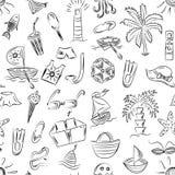 Teste padrão sem emenda de símbolos tirados mão das vagas do verão Desenhos das crianças de barcos da garatuja, gelado, palmas, c Fotos de Stock Royalty Free
