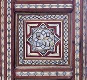 Teste padrão sem emenda do Arabesque em uma tabela de chá de madeira velha antiga Fotos de Stock