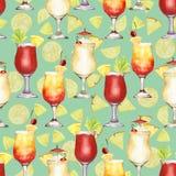 Teste padrão sem emenda do cocktail vermelho e amarelo da aquarela tirada mão em frutos e em verde ilustração stock