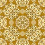Teste padrão sem emenda do fundo do ouro do floco de neve Fotografia de Stock Royalty Free
