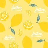 Teste padrão sem emenda do limão com rotulação no fundo amarelo Ilustração do vetor fotos de stock royalty free
