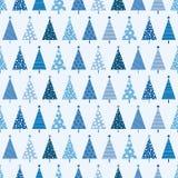 Teste padrão sem emenda do Natal com as árvores de Natal na luz - vagabundos azuis Foto de Stock