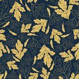 Teste padrão sem emenda do outono com as folhas douradas no fundo azul profundo Imagens de Stock
