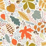 Teste padrão sem emenda do outono com folhas, bagas e ramos Fotos de Stock Royalty Free