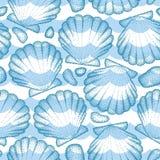 Teste padrão sem emenda do vetor com shell ou a vieira pontilhada do mar no azul, nos seixos e nas ondas Tema marinho e aquático Fotografia de Stock