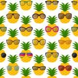 Teste padrão sem emenda dos óculos de sol e dos abacaxis Imagens de Stock