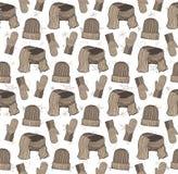 Teste padrão sem emenda dos chapéus, dos mitenes e de um lenço Escala do café de Brown Imagens de Stock
