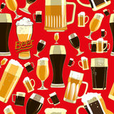 Teste padrão sem emenda dos vidros de cerveja Foto de Stock Royalty Free