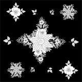 Teste padrão sem emenda floral rhombic preto e branco com folhas decorativas Flores do teste padrão em um fundo preto Ilustração  Imagem de Stock Royalty Free