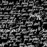 Teste padrão sem emenda - fundo preto com escritas caligráficas Imagens de Stock Royalty Free
