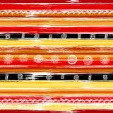 Teste padrão sem emenda listrado colorido com cursos ornamentado da garatuja e mão tirados tirbal da escova Ilustração do vetor p ilustração royalty free