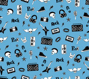 Teste padrão sem emenda Música do punk rock no fundo azul Rabiscar elementos, emblemas, crachás, logotipo e ícones do estilo Fotos de Stock Royalty Free