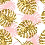 Teste padrão sem emenda tropical com folhas do monstera e textura dourada do brilho Imagem de Stock Royalty Free