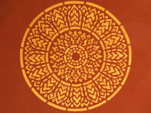 Teste padrão tailandês antigo no templo do teto Fotografia de Stock Royalty Free