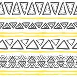 Teste padrão tribal tirado mão do vetor com triângulos foto de stock