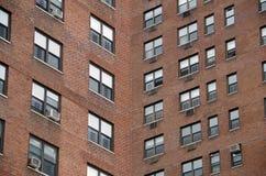 Teste padrão urbano da janela Fotografia de Stock Royalty Free
