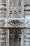 Teste padrão abstrato da textura na coluna de madeira velha Foto de Stock