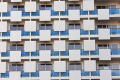 Teste padrão arquitectónico moderno do edifício de apartamento Fotografia de Stock
