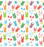 Teste padrão brilhante do verão com os roupas de banho da mulher no branco Fotos de Stock Royalty Free