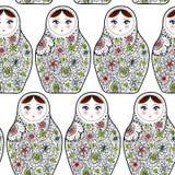 Teste padrão com o matrioshka Babushka das bonecas do russo no fundo do branco do esboço Fotos de Stock