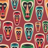 Teste padrão sem emenda colorido com máscaras engraçadas do carnaval Imagens de Stock Royalty Free
