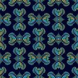 Teste padrão sem emenda de luxe com o ornamento decorativo metálico colorido na obscuridade - fundo azul Fotos de Stock Royalty Free