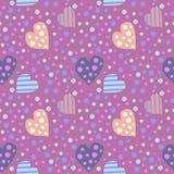 Teste padrão sem emenda do vetor Fundo bonito com corações e os pontos coloridos no contexto violeta Fotografia de Stock Royalty Free