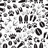 Teste padrão sem emenda preto e branco das pegadas animais Imagens de Stock Royalty Free